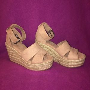 Universal Thread Goods Co. heels